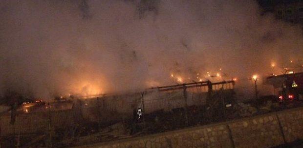 Ankara'da Korku Dolu Anlar!! İnşaat şantiyesinde korkutan yangın!
