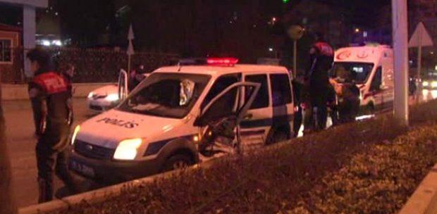 Ankara'da Polis Aracı Şüpheli Otomobili Takip Ederken Kaza Yaptı: 2'si Polis 3 Kişi Yaralı